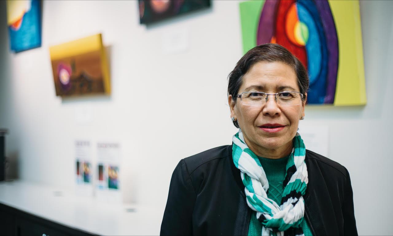 Ana Contreras: Pintando metáforas de colores