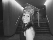 Estefanía Loza es la estudiante galardonada con la Beca Inés Monreal.