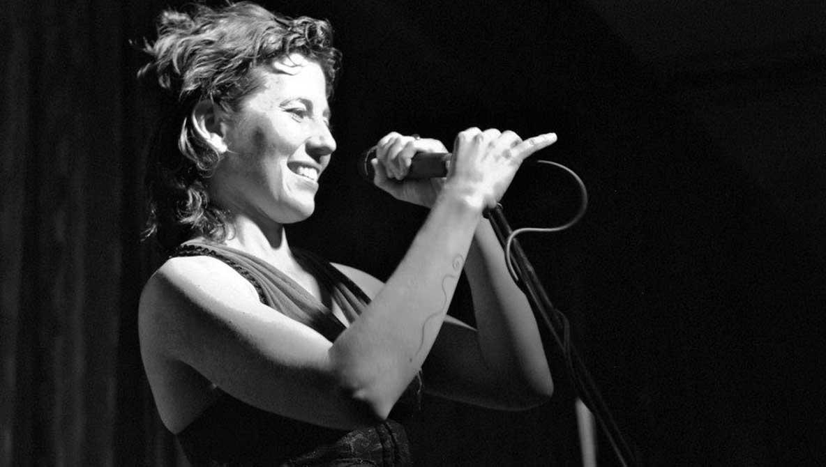 Carmen Ruiz: Al ritmo de la Gypsy Cumbia Orchestra